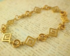 Fast and easy DIY bracelet! - 7 - 19mm Gold Plated Square Links - 21 - 18 gauge 7mm OD Gold Plated Jump Rings - 14 -18g gauge 5.5mm OD Gold Plated Jump Rings - 1- Medium Gold Plated Swivel Lobster Clasp ....and DONE!