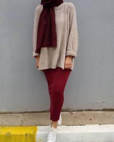Maroon pencil maxi skirt, nude sweater , burgundy hijab and white sneakers Modern Hijab Fashion, Hijab Fashion Inspiration, Muslim Fashion, Maroon Skirt, Maroon Outfit, Casual Hijab Outfit, Hijab Chic, New Hijab Style, Skirt Fashion