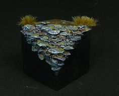 """Welcome to the second part of the """"display rock base"""" step-by-step. In this part I will show you how I painted the base, and I will show th. Warhammer Figures, Warhammer Paint, Warhammer 40k Miniatures, Miniature Bases, Warhammer Terrain, Reaper Miniatures, Modeling Techniques, Wargaming Terrain, 3d Prints"""
