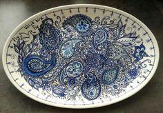 Oval plate. Fly little bird fly. Handpainted by Marjan Snoep.