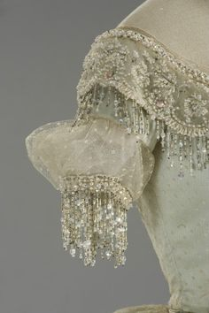 A detail of the embroidery on the dress worn by Teresa Stratas in La Traviata. This dress is made in1982 and not 1862 as a lot of you seem to think! The embroidery is done with the tambour hook. There was no embroidery made with the tambour hook and beads in 1862....it had to be invented in that time!!!