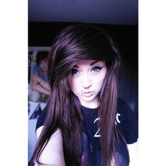 One of the reasons why I love her is because she has emo hair and a one direction poster on her wall. We MUST be sisters Blonde Scene Hair, Emo Scene Hair, Scene Bangs, Pretty Hairstyles, Easy Hairstyles, Girl Hairstyles, Scene Hairstyles, Updo Hairstyle, Wedding Hairstyles