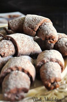 Bu tarz kurabiyeleri severim. Bir de kakaolu olunca daha çok sevdim. Görüntü ve sunumu şık. Kolay da yapılıyor. Davetlerde, çay sofraları...