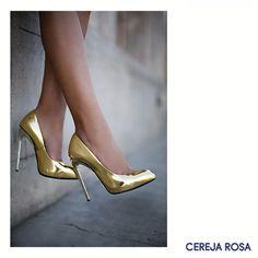 Se neste natal e ano novo você for apostar em peças brancas, adicione acessórios metalizados! Fica super moderno! #CerejaRosa #Dica #Trend