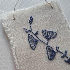 Broderie de fleurs - trois petits riens - fleurs brodées - embroidery - broderie moderne - broderie minimaliste - broderie simple