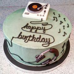 Headphones turntable music cake