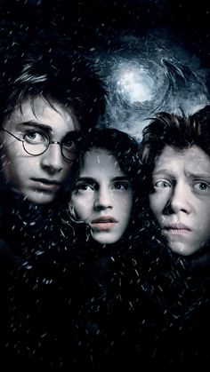 Harry, Ron and Hermione return to Hogwarts for another magic-filled year. Harry comes face to face with danger yet again, this time in the form of escaped convict, Sirius Black – and turns to sympathetic Professor Lupin for help. Harry Potter Ron, Ron Et Hermione, Harry Potter Movie Posters, Images Harry Potter, Harry Potter Quotes, Harry Potter Lock Screen, Daniel Radcliffe, Sirius Black, Michael Gambon