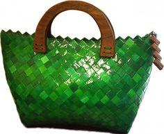 Zelená kabelka z papiera