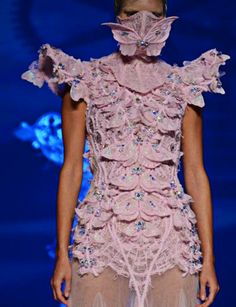 An ugly dress to go with an ugly model. Too bad they didn't hide the dress like they hid her face.