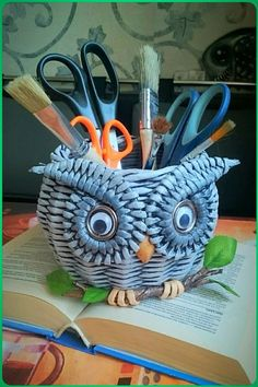 VK is the largest European social network with more than 100 million active users. Owl Crafts, Wire Crafts, Diy And Crafts, Recycled Paper Crafts, Recycled Art, Newspaper Basket, Newspaper Crafts, Cardboard Paper, Diy Paper