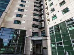 Zen Apartments Discovery Dock – enjoy a great waterside location in London's Canary Wharf & Docklands area. With such a convenient location these apartments are perfect whether you are visiting on business or for a city break. There is a great selection of shops, bars and restaurants close by as well as transport links connecting you to the rest of London.