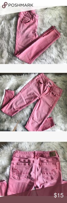 💝 American Eagle 🦅 jeans 💝 💝 Light pink American Eagle jeans in size 2 these are very stretchy and they have zippers on the ankle. Super cute for summer 💝 American Eagle Outfitters Jeans Ankle & Cropped