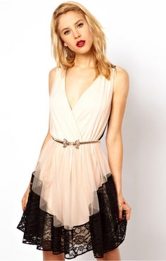White Sleeveless V Neck Contrast Lace Backless Dress