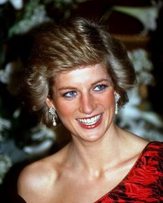 Princess Diana's grave at Althorp Park is NOT empty, despite a ridiculous tabloid report. Gossip Cop can exclusively debunk this claim.
