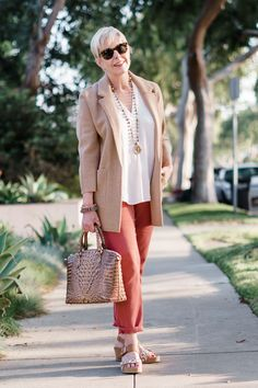 A casual outfit in light neutrals with faded red pants. I've often seen this color of faded red pants worn by both men and women in France. Casual Outfits, Fashion Outfits, Fashion Trends, Women's Fashion, Fashion Quotes, Ladies Fashion, Blazer Outfits, Sweater Outfits, Fashion Tips