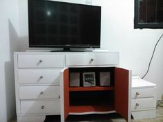 Blanco y Rojo Flat Screen, Furniture, Home Decor, Homemade Home Decor, Decoration Home, Room Decor, Home Furniture, Interior Design, Home Interiors