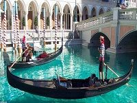 Fun Things To Do In Italy | things-to-do-in-italy-grand-canal-mall.jpg