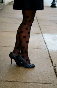thedailysugar.blogspot.com deb shops, forever 21, fashion blogger, fashion blog, black pumps, polka dot tights, black