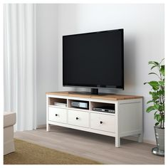 IKEA - HEMNES, TV bench, white stain, light brown, Solid wood has a natural feel. Large drawers make it easy to keep your things organized. Coordinates with other furniture in the HEMNES series. Design Ikea, Home Design, Interior Design, Hemnes Tv Bank, Ikea Hemnes Tv Stand, Narrow Tv Stand, Ikea Tv Bank, Tv Ikea, Ikea Malm