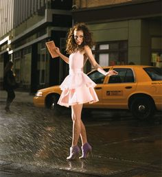 I want a picture of me like this, very carrie bradshaw! :)