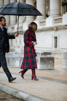Anna Wintour steps out in a tartan trench and red boots. The Best Street Style At Paris Fashion Week SS18+#refinery29uk