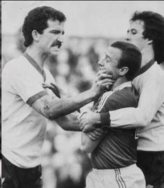 April Liverpool hard man Graeme Souness grabs Nottingham Forest John McGovern by throat while team mate Phil Neal desperately tries to intervene. Football Fight, Rangers Football, Rangers Fc, Best Football Team, Retro Football, School Football, Vintage Football, Football Fans, Football Liverpool