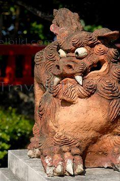 Shisa Lion sculpture, Naha, Okinawa, Japan | Shisa-Löwen Skulptur, Naha, Japan