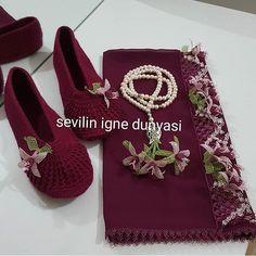 Crochet Projects, Needlework, Like4like, Shoulder Bag, Gifts, Weddings, Cake, Style, Fuzzy Slippers
