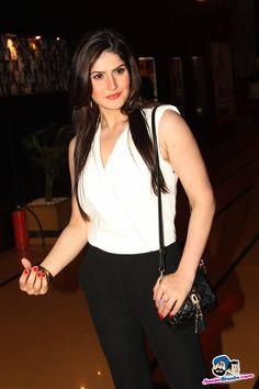 Zarine Khan in White Top and Black Pants Indian Bollywood, Bollywood Stars, Bollywood Fashion, Stylish Girl Pic, Stylish Men, Zarine Khan, Huma Qureshi, Beautiful Bollywood Actress, Star Fashion