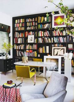 Contemporary colorful eclectic home office - Daily Dream Decor Home Office, Office Decor, Office Nook, Office Inspo, Bibliotheque Design, Sweet Home, Black Shelves, Black Bookshelf, Bookshelf Wall