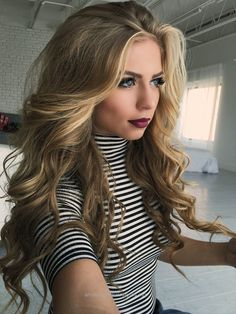 Dyed hair, long curled hair, big curls for long hair, curly hair styles Hair Day, New Hair, Your Hair, Teen Hairstyles, Pretty Hairstyles, Hairstyle Ideas, Natural Hairstyles, Big Curls Hairstyles, Popular Hairstyles