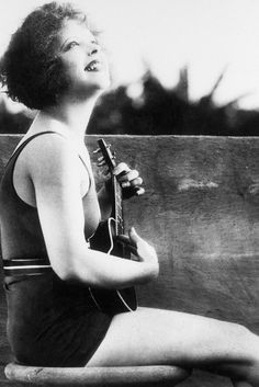 Clara Bow, 1927 - ukulele smile. Could this be any more cute?!