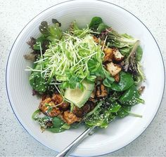 Tofu with sprouts, mushrooms and sesame seeds