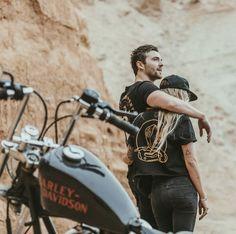 Chopper motorcycle couple Ideas for 2019 Motorcycle Couple Pictures, Biker Couple, Biker Photoshoot, Couple Photoshoot Poses, Bike Photography, Couple Photography, Tattooed Couples Photography, Harley Davidson Fotos, Couple Fotos