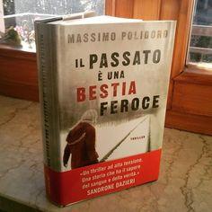 Anche Francesca finalmente ha avuto la sua copia cartacea del nuovo thriller di Massimo Polidoro!  http://www.massimopolidoro.com/il_passato_e_una_bestia_feroce/