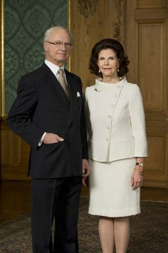 The Swedish Royal Court has released new official photos of King Carl Gustaf and Queen Silvia  on the occasion of the 40th anniversary of King Carl XVI Gustaf on the throne
