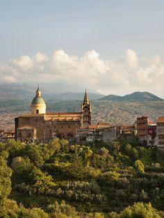 Bella Sicilia! Ein Besuch in Randazzo, das alle verlassen wollen – und in das alle zurückkehren