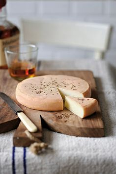 L'accord du mois : autour du Munster Kinds Of Cheese, Meat And Cheese, Wine Cheese, Fromage Cheese, Queso Cheese, Grapes And Cheese, Munster, How To Make Cheese, Making Cheese