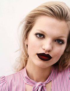 Vampy dark red lips, ELLE France March 2017 Daphne Groeneveld by Steven Pan Dark Red Lips, Black Lips, Wet Look, Punk Makeup, Hair Makeup, Makeup Art, Beauty Editorial, Editorial Fashion, Beauty Shoot