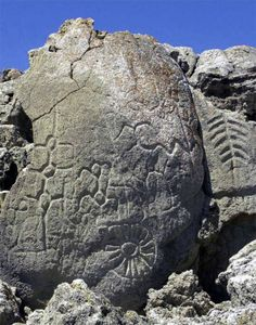 This is the oldest rock art in North America. The Winnemucca petroglyph is between to years old!Nevada petroglyphs in Winnemucca Lake range from simple lines to complex shapes resembling plants and could date back to the first peopling of the Americas. Ancient Mysteries, Ancient Artifacts, Ancient Aliens, Ancient History, Art Pariétal, Old Rock, Mystery Of History, Ancient Civilizations, Crop Circles