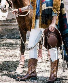 Esta primavera llénala de colores y diversión con #BotasRudel.   #Alvaro #cowboy #vaquera #cowboys #boots #caballero #western #styles #ranchlife #style #charro #country #horses #charreria #Vaquero #family #sombrero #coleadero #feriadesanmarcos #horse #mexico #bandas #welive #TradicionRudel