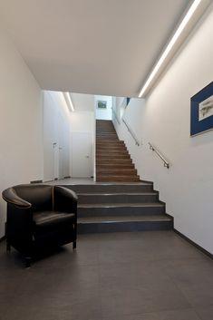 Einfamilienwohnhaus T. Aigen im Ennstal Building Design, Modern Architecture, My House, House Plans, Villa, Stairs, House Design, Funny Jokes, Home Decor