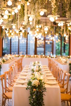 Originally from Sydney but based in New York, Jeremy and Bibi decided to have a tropical destination wedding at Sri Panwa in Phuket, Thailand. Just 2 months before their wedding. Purple Wedding, Wedding Colors, Wedding Flowers, Wedding Gold, Trendy Wedding, Diy Outdoor Weddings, Unique Weddings, Wedding Table Centerpieces, Wedding Decorations