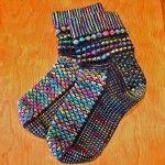 el örgüsü renkli çorap örneğii