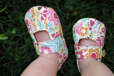 Some of the cutest baby shoes ever!  And the tutorial on how to make them.
