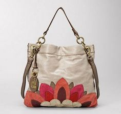 I'm a big fan of Fossil bags in all shapes and sizes. I think practically all my bags are Fossil - they suit my casual style! I really lov. Kate Spade Handbags, Chanel Handbags, Tote Handbags, Purses And Handbags, Fossil Handbags, Fossil Bags, Fossil Purses, Leather Purses, Leather Handbags
