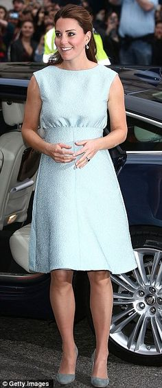 Kate Middleton Photos - Catherine, Duchess of Cambridge attends an evening reception to celebrate the work of The Art Room charity at The National Portrait Gallery on April 2013 in London, England. - Kate Middleton at an Artsy Charity Event in London 6 Style Kate Middleton, Kate Middleton Pregnant, Kate Middleton Dress, Kate Middleton Photos, Baby Blue Dresses, Light Blue Dresses, Meghan Markle, Vestidos Kate Middleton, Duchesse Kate