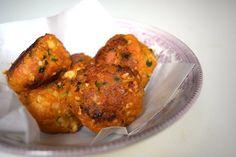 WK-hapje: Falafel van zoete #aardappel, #wortel en #peterselie. I Love Food, Good Food, Yummy Food, Great Recipes, Vegan Recipes, Dinner Recipes, Savory Snacks, Healthy Snacks, Foodies