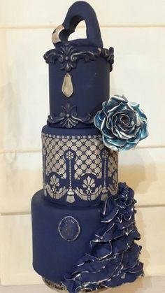 Realizada en azul noche con aplicación de isomalta y técnica de stencils by Te Digo Que Te Quiero