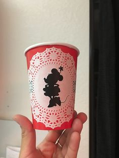 Vintage minnie mouse cups ! These are great for a birthday party